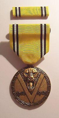 Belgium WW II War Service Victory Medal & RIBBON With C/B Brooch