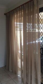 Curtain split