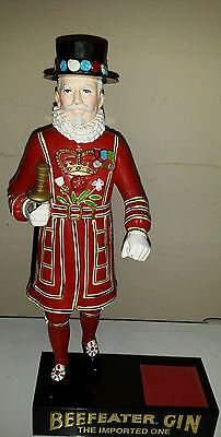 VINTAGE BEEFEATER GIN STATUE DISPLAY/STAND - MAN CAVE, BAR GUARDSMAN