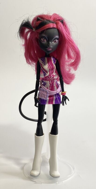 Monster High Catty Noir Ghoulebrities In Londoom Doll