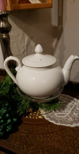 PILLIVUYT FRANCE PORCELAIN WHITE TEAPOT  30 OZ, 6 SERVINGS