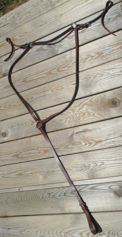 Red/brown english breast collar, horse size