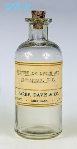 Antique OPIUM & SASSAFRAS MIXTURE narcotic based PARKE DAVIS Co bottle