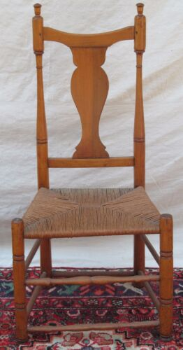 NEW ENGLAND QUEEN ANNE PERIOD BUTTON FOOT ANTIQUE SIDE CHAIR W/ APPLEWOOD SPLAT
