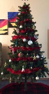 6.5ft Xmas tree (LED pre-lit)