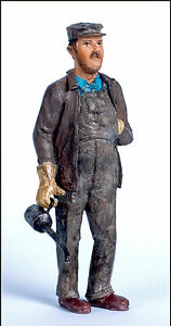 ENGINEER-WITH-OIL-CAN-Large-Scale-G-F-1-20-3-Model-Railroad-Ptd-Figure-FGGLR01
