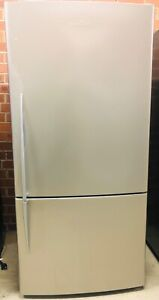 FISHER&PAYKEL 519LT FRIDGE IN GREAT CONDITION 1 MONTH WARRANTY