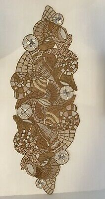 kim seybert Starfish table runner Shells  Wood Glass Beads Beautiful Condition.