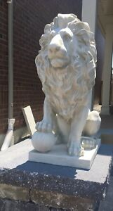 White lion of Florence statue