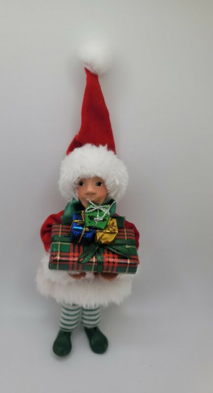 Byers Choice Carolers Kindles Ornament Wraps in Santa Suit With Gifts