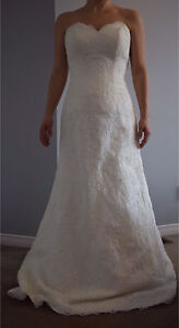 Strapless wedding gown with sweetheart neckline