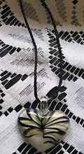 Stunning blowen glass heart necklace Fletcher Newcastle Area Preview