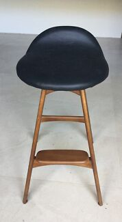 "Last 4x Brand New"" Solid timber & Genuine Italian Leather Barstools!"