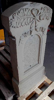 alter grabstein sandstein grab sand antik stein blumen relief top garten deko
