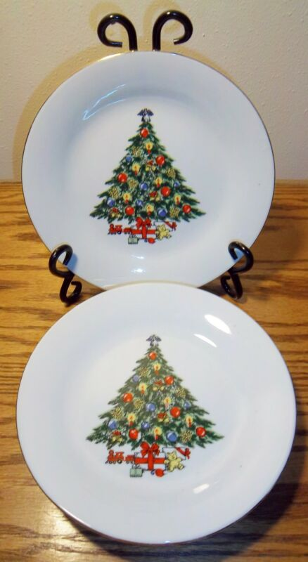 """4 SALAD PLATES CHRISTMAS TREE WITH GOLD TRIM 7 1/2"""" EXCELLENT"""