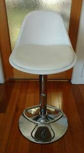 White swivel bar stool - very good condition