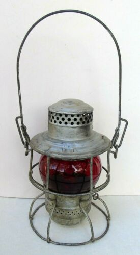Vintage Canadian National Railroad CNR Hiram Piper Kerosene Lantern Red Globe