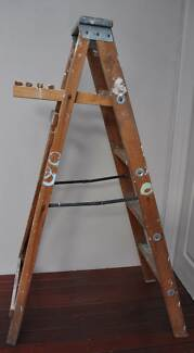 Wooden Step Ladder 1.5m with Paint Tray Rest South Perth South Perth Area Preview