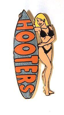 HOOTERS SURFER GIRL BLONDE SILVER SURFBOARD BLACK BINIKI BATHING/SWIM SUIT PIN