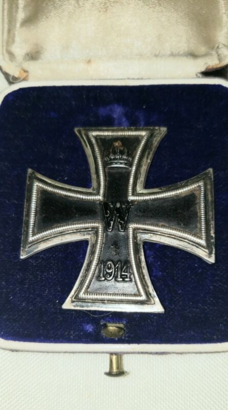 WW1 German Imperial. A 1914 Iron cross 1st.class with case, by KO.