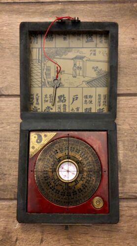 Vintage Chinese Feng Shui Compass in Wood Lacquered Box