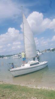 SailBoat on Trailer - Boomaro Catalina  22