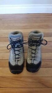 Scarpa Women's size 6.5 Hiking Boots