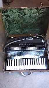Piano Accordion needs love and a new home. Stafford Heights Brisbane North West Preview