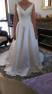 Beautiful Ivory full length Wedding Gown Fairview Park Tea Tree Gully Area Preview
