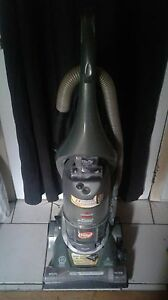 Vacuum cleaner 12amp Bissell upright dual cyclonic