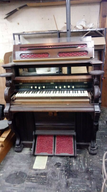 Estey & Co antique parlour pump organ