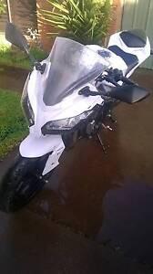kawasaki ninja 300 white/black Frankston Frankston Area Preview