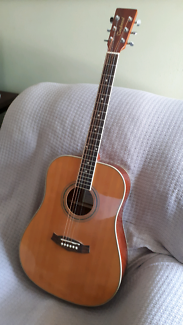 TANGLEWOOD DISCOVERY ACOUSTIC GUITAR