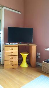 Pine desk. Darnum Baw Baw Area Preview