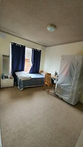 Well ventilated furnished private room - rent Epping