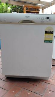 Electrolux Dishwasher Freestanding, DX302, good used condition