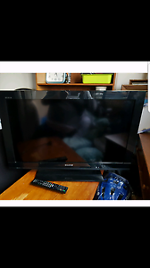 """Sony Bravia 35.4"""" HDMI & USB port. With remote. May deliver for s Carlton Melbourne City Preview"""