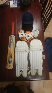 Complete cricket set Victoria Point Redland Area Preview