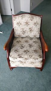 Vintage 3 piece, 5 seat Sofa Set