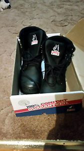 Brand new size 9 work boots Greta Cessnock Area Preview