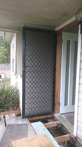Hard Wood Timber front Door & security screen door Thornton Maitland Area Preview