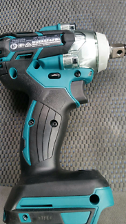 Makita DTW 285 impact wrench