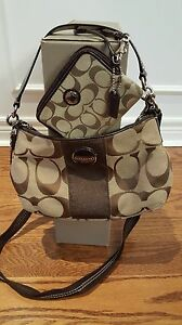 BROWN COACH PURSE WITH WRISTLET WALLET INCLUDED