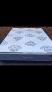 FREE DELIVERY KING MATTRESS AND BASE IN EXCELLENT CONDITION!!!