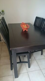 Dinning table and chairs  Rosemeadow Campbelltown Area Preview