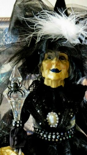 """HALLOWEEN WITCH DOLL W/STAFF, RAVEN, JEWELS, FEATHERS, SPIDER 25"""" TABLE TOP"""