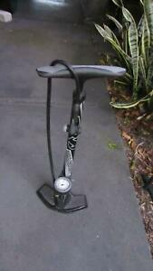 Bicycle floor pump - PENDING