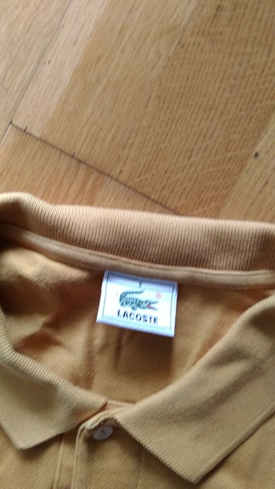 Beau polo lacoste  moutarde manches longues t6