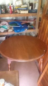 Oak table with 2 chairs