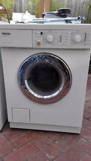 Miele WT945 Wash dryer combo, in excellent condition